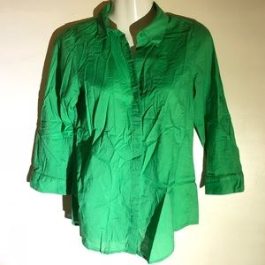 The limited kelly green buttondown 3/4 sleeve top